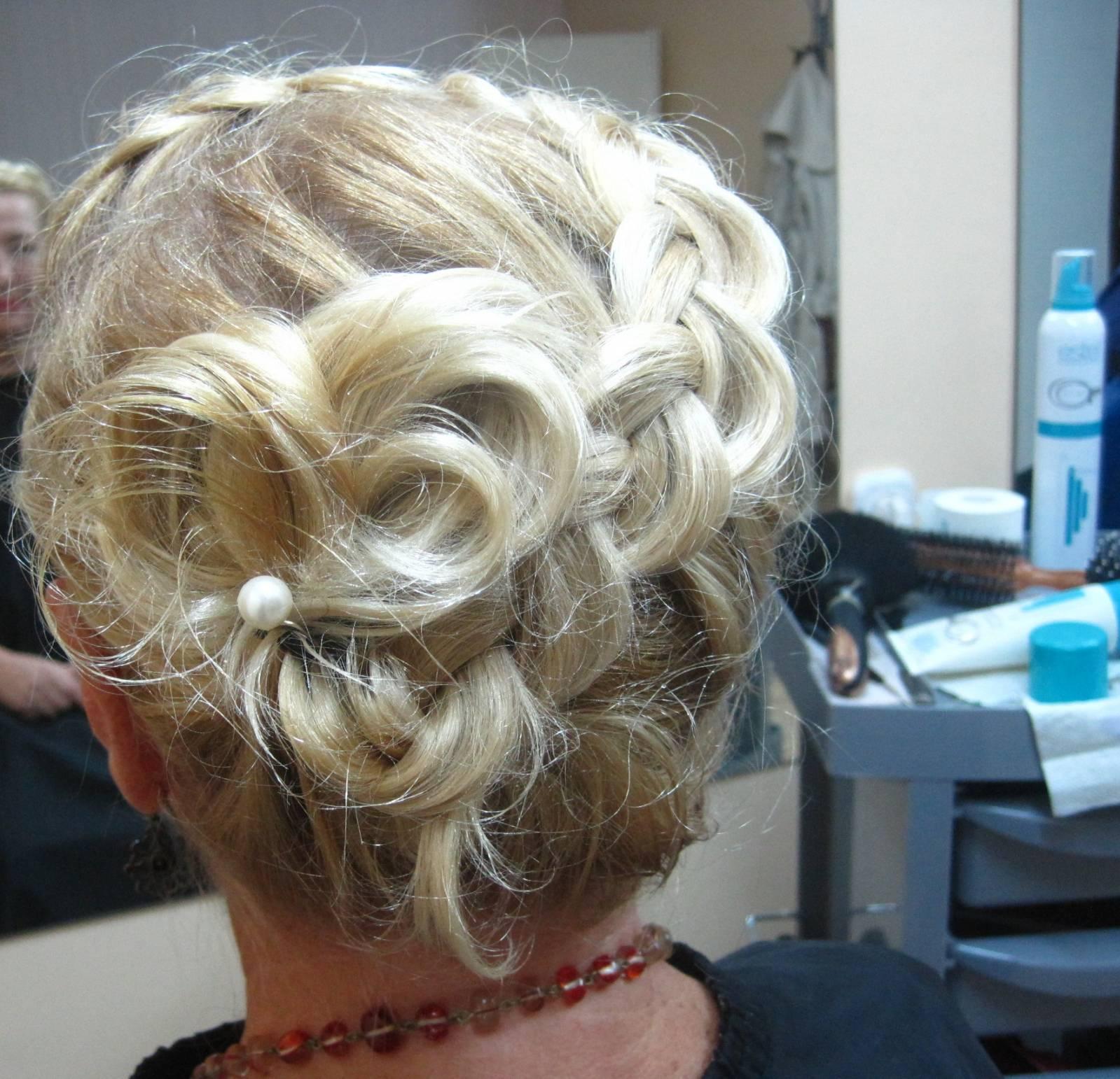 Прически на короткие волосы с косой фото